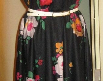 70's Dark Floral Day Dress size 16/18 UK