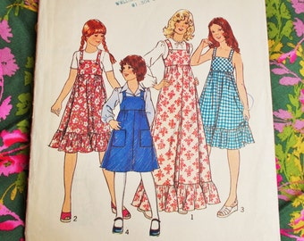 """Style Sewing Pattern - 1976 -  Girls's Dress or Pinafore in two lengths -  Size 8 Chest 27"""" - Mpn 1482 - Used and complete"""