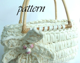 Crochet pattern Zpagetti bag with bamboo handles and large crochet flower.