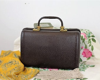 Vintage Vanity Case/Vintage Handbag/1940's Leather Bag/Revelation Bag/SALE 1937R