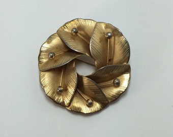 Gold Tone Circular Flower Brooch Pin 9461