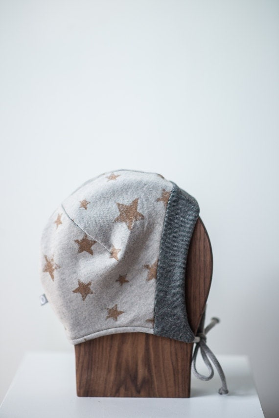 LINOTTE - winter hat with prints, polar linning for baby and kids: boys and girls - vanilla grey with stars print