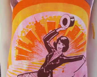 1970s Broadway Dancer Festival Hippie New York Skyline & Chorus Line Musical Pictograph Pink Orange Cotton Sleeveless Shirt Tank Top Size M