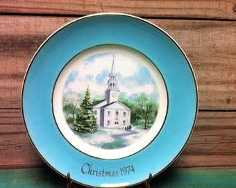 VINTAGE:Avon collector plate/ Christmas 1974/ Avon collector plate/ Christmas Plate Country Church 22 Karat Gold Wedgwood