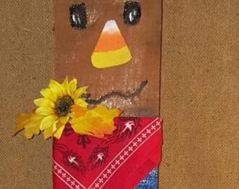 scarecrow decor, pallet scarecrow, fence scarecrow, fall decor, fall porch decor, autumn decor, autumn porch decor, skid scarecrow