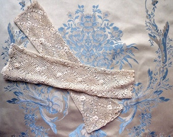 Original antique Victorian Irish lace sleeves or fingerless gloves. 1900 - bridal mittens - lace mittens - lace mitts - wedding mittens -