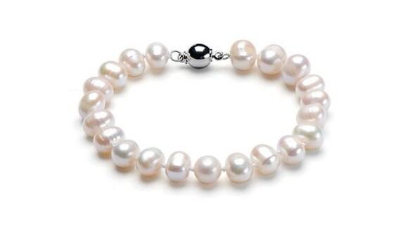 Lovely new handmade genuine white rainbow high lustre cultured pearl bracelet