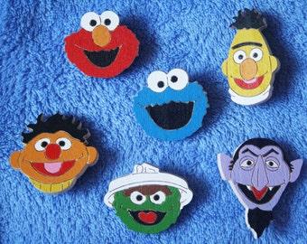 "Set of 6 wood brooches ""Sesame Street"" / Wood brooch / Wooden pin / Wood jewelry / Wood handmade / Wood accessories / Elmo pin / Sesame pin"