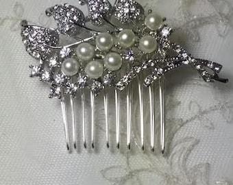 Bridal Hair Comb Wedding Hair Comb with Stunning Pearl and Crystal Cascade Design Bridal Hair Clip Crystal Brooch Pin