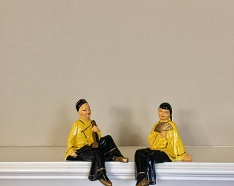 """Vintage Pair of Chinoiserie Man and Woman Shelf Sitters dressed in Yellow and Black 6"""""""