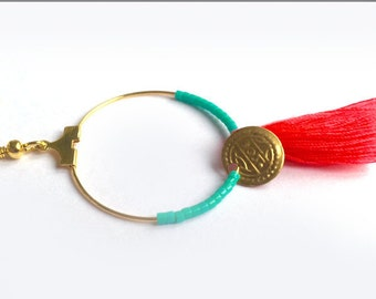 Ring gold with Pompom, beads and round tray gold