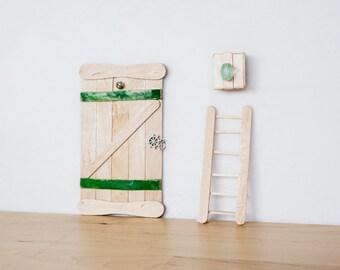 Door with green details and handle sailor