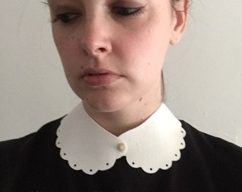 White scalloped peter pan collar with metal spike detachable collar