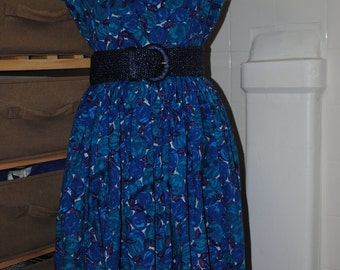 Very pretty dress of the 1950s
