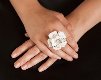 Ring with paper-rose / ring / paper rose / rose ring, paper flowers, rose / Upcycling