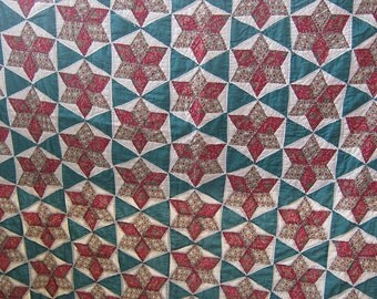 Vintage hand sewn quilt - Red and Green