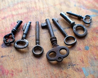 Tiny Rustic Antique Skeleton Key Set  / Instant Collection // Fall Sale 15% OFF - Coupon Code SAVE15