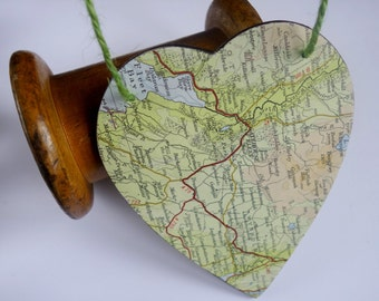 Modern Rustic Vintage Map Travel Design Wooden Hanging Heart Home Decor Green