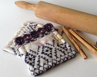 Felted Wool reversible Coasters, Set of 2, Mini hotpads, Office Coasters, Small Housewarming Gift - Home Decor