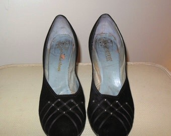 "Vintage 1950s Shoes Fabulous Black Suede Pumps 10 1/2"" inside measurement"