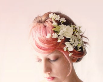 Trailing blossom hair clip, Ivory flower clip, Bridal headpiece, Bridal hair clip, Spring wedding hair accessory, White floral clip