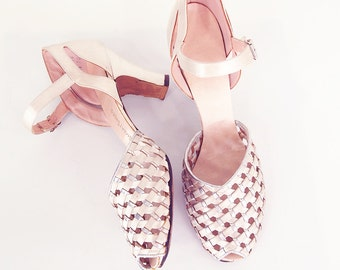 50s Cream Satin and Silver Dance Shoes Sandals 7.5N
