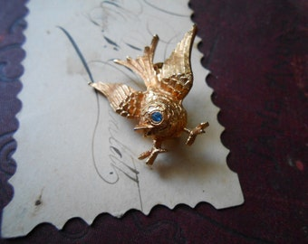gold singing bird brooch - kitschy gold tone figural animal brooch - vintage costume jewelry