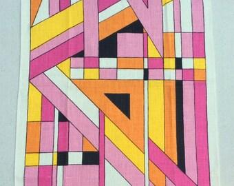 Vintage Towel Groovy Mod Pink Geometric MINT