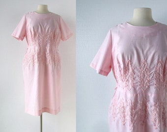 Vintage 1960s Dress / Hollyhocks / Pale Pink Dress / Embroidered Dress / Large L