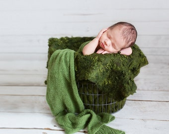 Curly felted blanket layer Newborn photography props Wool layer Curls nest stuffer Deep mossy forest green woolen blanket natural wool