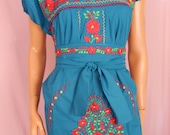 Womens Mexican dress Embroidered Medium boho Hippie 70s