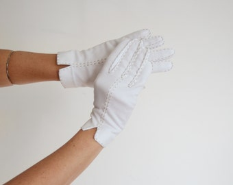 Crescendoe Vintage White Gloves with Grey Top Stitching