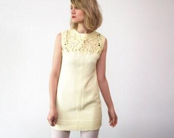 Pastel yellow 60s mini dress. cut out dress. 60s summer dress with metal zipper - xs