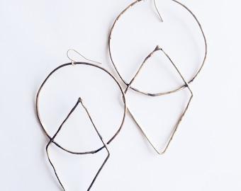 GEOMETRY lighweight oversized geometric earrings
