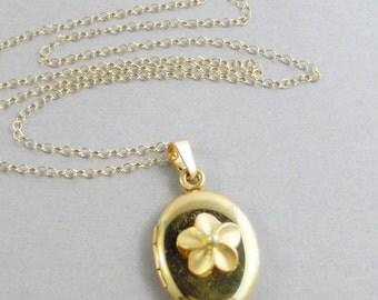 Golden Flower,Gold Locket, Gold Necklace,Gold Flower,Flower lOcket,Flower Necklace,Gold Jewelry,Gold in handmade,Gold flower Jewelry