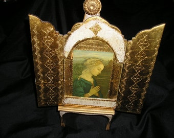 Beautiful Italian Florentine Religious Praying Madonna/Virgin Mary Gold Gilt Triptych w/Easel Devotional Icon.