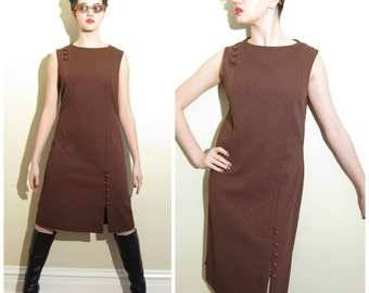 Vintage 1960s Shift Dress in Brown Polyester / 60s Day Dress in Textured Brown with Orange Buttons Knits USA / Medium