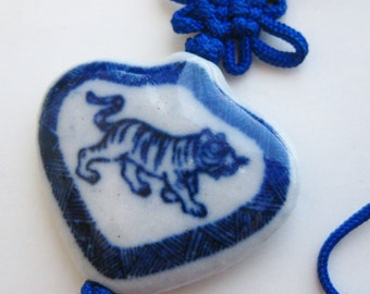 Vintage Fine Old Chinese Blue & White Porcelain Tiger Bead Tassel Pendant Necklace