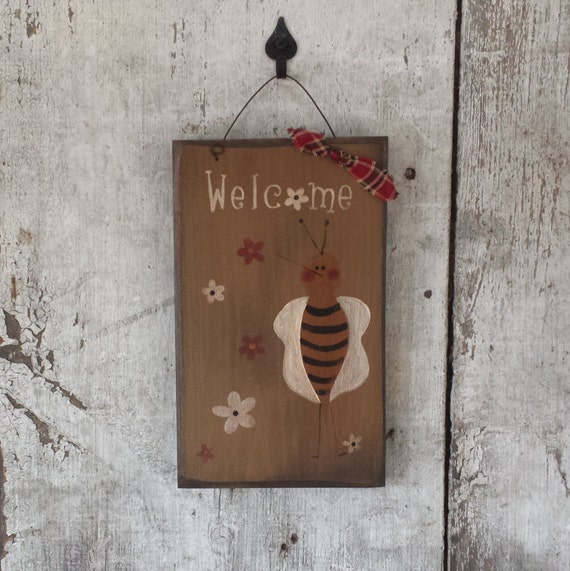 Primitive Country Bee Decor Welcome Sign