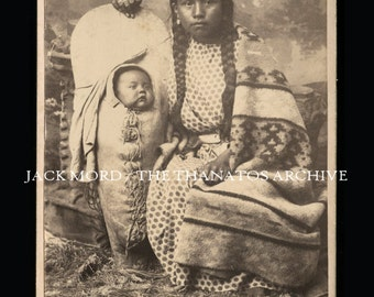 Beautiful 1880s Cabinet Card Photo ~ Northwest Native American Indian Woman & Baby