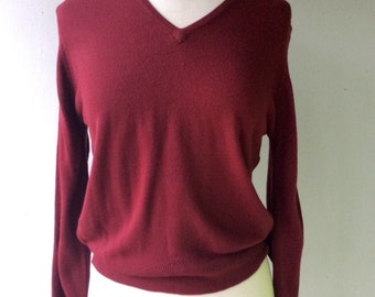 1970s Burgundy V-neck  Scottish Sweater // Med