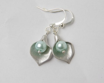 Bridesmaid earrings, Calla Lily Earrings, Mint Pearl Earrings, Mint Wedding, Mint Bridesmaid gift, Made In Canada, Calla Lily Jewelry