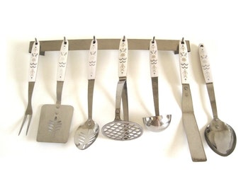 Flint Kitchen Utensils Spatula, Utensil Rack, Cooking Spoon, Potato Masher, Icing Spreader, Arrowhead White Beige Handle Stainless Steel