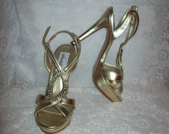 Vintage Ladies Metallic Gold Strappy Sandals by Dyeables Size 6 Only 12 USD