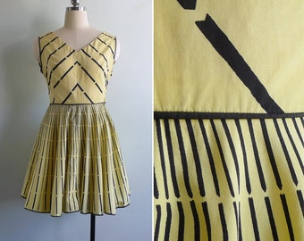 Vintage 50's 'Bumble Bee' Yellow & Black V-Neck Cotton Swing Dress S or M