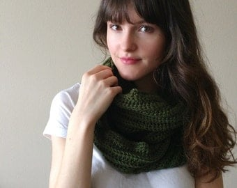 Chunky Knitted Infinity Scarf, Neck Warmer Circle Scarf | Forest Green | Vegan Yarn