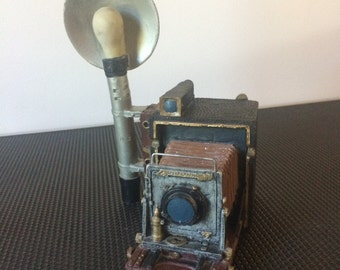 Vintage Speed Graphic Camera (view camera, bellows) Wind-Up Music Box