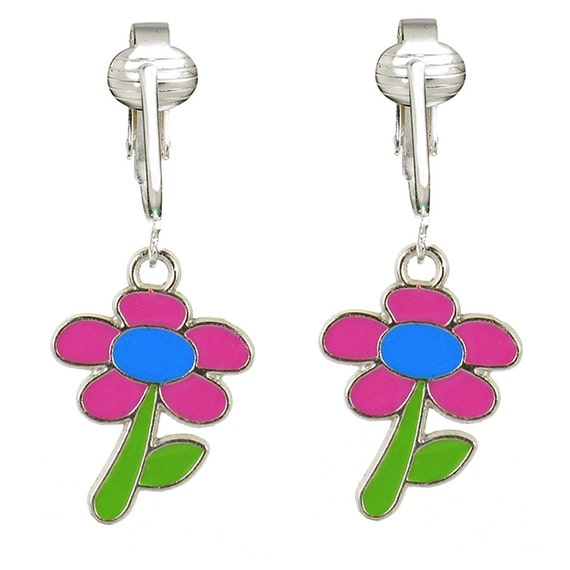 fun pink daisy clip on earrings for girls by clipearringshop. Black Bedroom Furniture Sets. Home Design Ideas