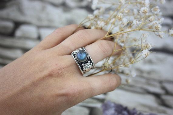 LABRADORITE TIBETAN RING - Silver Ring- Labradorite Ring- Healing Crystal Jewellery- Chakra Ring- Statement Ring- Boho- Vintage