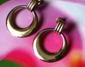 Vintage Dangling Hoop Polished Gold Tone Door Knocker Screw Back Earrings